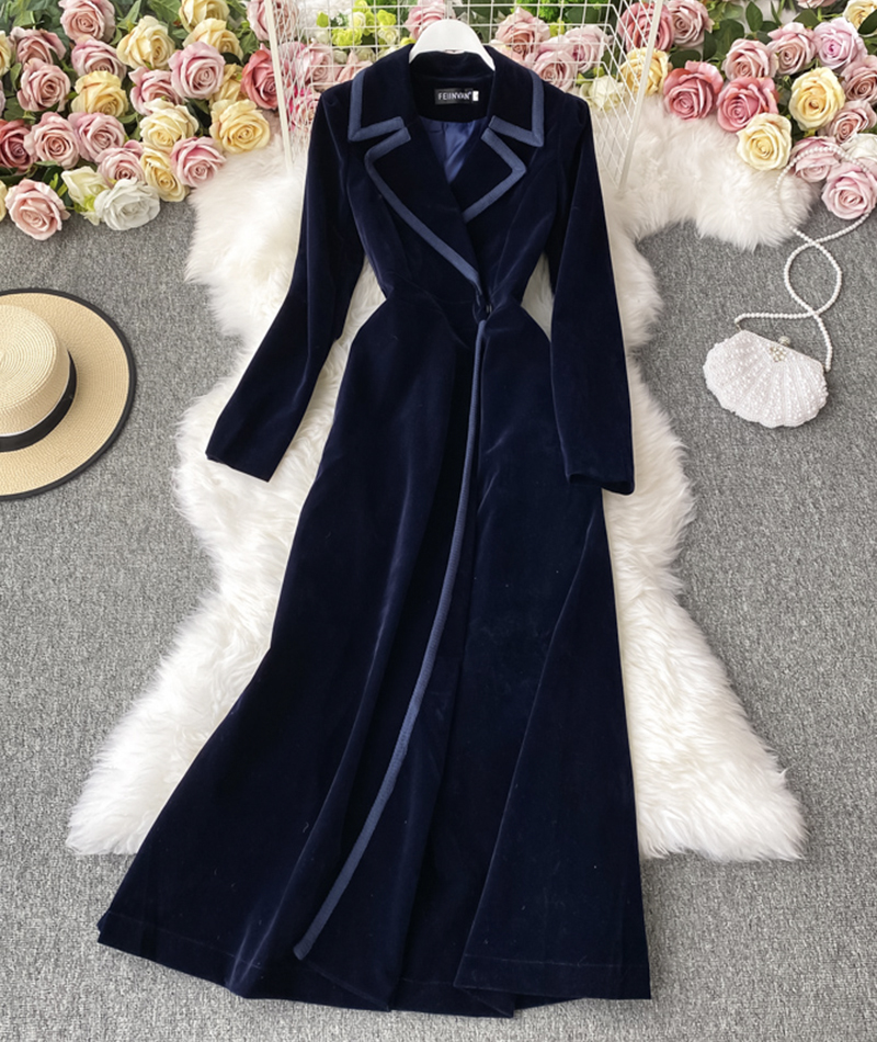 Elegant velvet long coat
