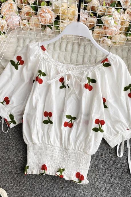 Cute summer puff sleeve applique top
