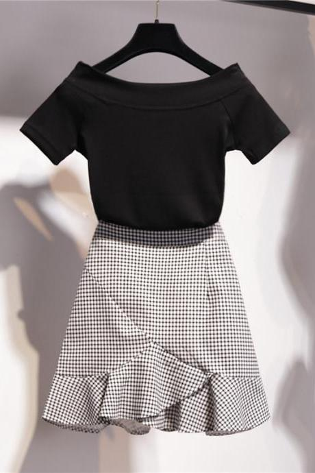 Two pieces set black T- shirt + plaid skirt