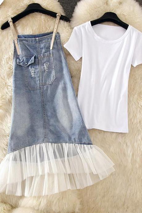 Simple white T-shirt+ denim suspender skirt