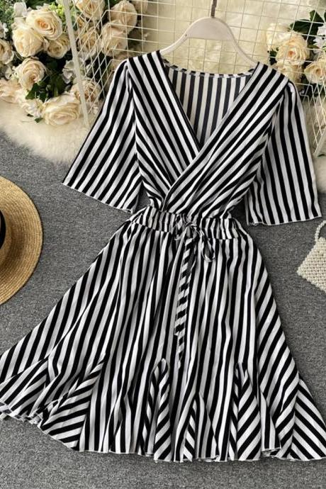 Stylish v neck striped dress short sleeve dress