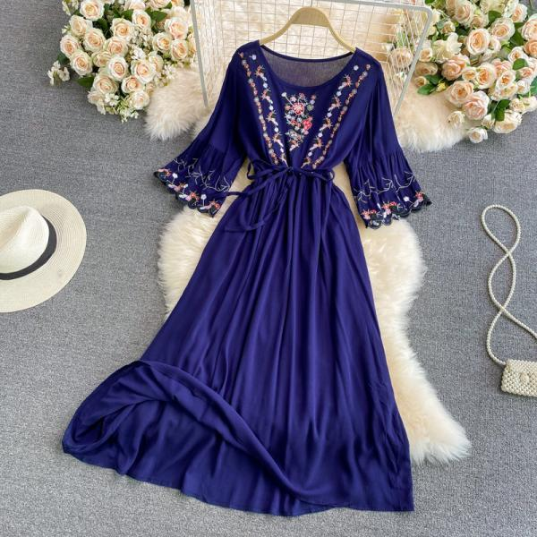 Sweet long-sleeved embroidered dress